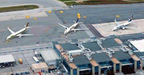 https://www.ragusanews.com//immagini_articoli/21-12-2019/aeroporti-giunta-regionale-9-milioni-per-lo-scalo-di-trapani-240.jpg
