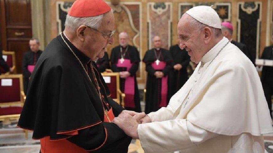 https://www.ragusanews.com//immagini_articoli/21-12-2019/papa-francesco-ha-segato-il-cardinal-sodano-500.jpg