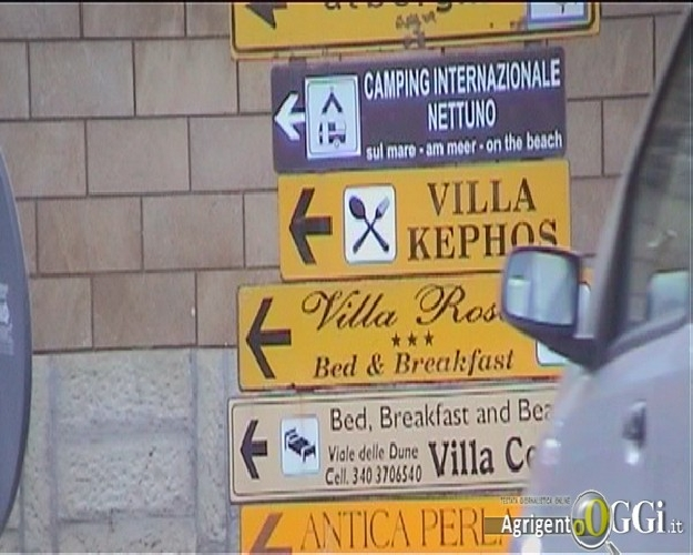 http://www.ragusanews.com//immagini_articoli/22-01-2014/a-ibla-la-segnaletica-turistica-abusiva-500.jpg