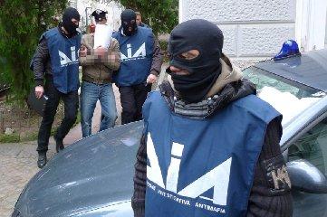 http://www.ragusanews.com//immagini_articoli/22-01-2018/agrigento-arresti-mafia-anche-comisani-errigo-battaglia-240.jpg