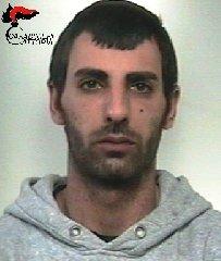 http://www.ragusanews.com//immagini_articoli/22-01-2018/evade-domiciliari-arrestato-francesco-monteleone-240.jpg