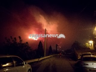 https://www.ragusanews.com//immagini_articoli/22-01-2018/incendio-pineta-chiaramonte-nessun-risarcimento-danni-aziende-240.jpg