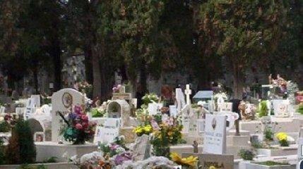 https://www.ragusanews.com//immagini_articoli/22-01-2019/giunta-schembari-annulla-privatizzazione-cimitero-comiso-240.jpg