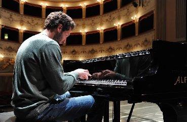 https://www.ragusanews.com//immagini_articoli/22-01-2020/al-via-la-stagione-lirico-sinfonica-teatro-di-noto-240.jpg