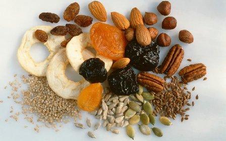 https://www.ragusanews.com//immagini_articoli/22-01-2021/frutta-secca-o-frutta-fresca-qual-e-la-migliore-scopriamo-le-differenze-280.jpg