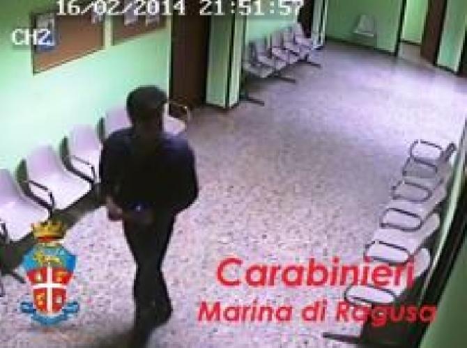 http://www.ragusanews.com//immagini_articoli/22-02-2014/marina-di-ragusa-ladro-si-ferisce-e-desiste-dal-furto-500.jpg