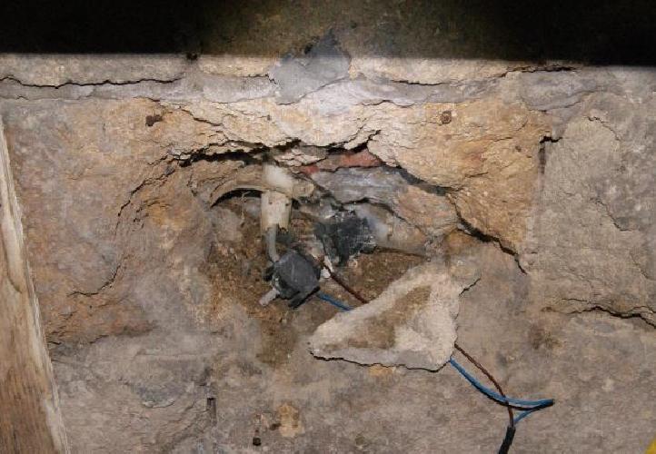 http://www.ragusanews.com//immagini_articoli/22-02-2014/scoperto-un-furto-di-energia-elettrica-a-scoglitti-500.jpg