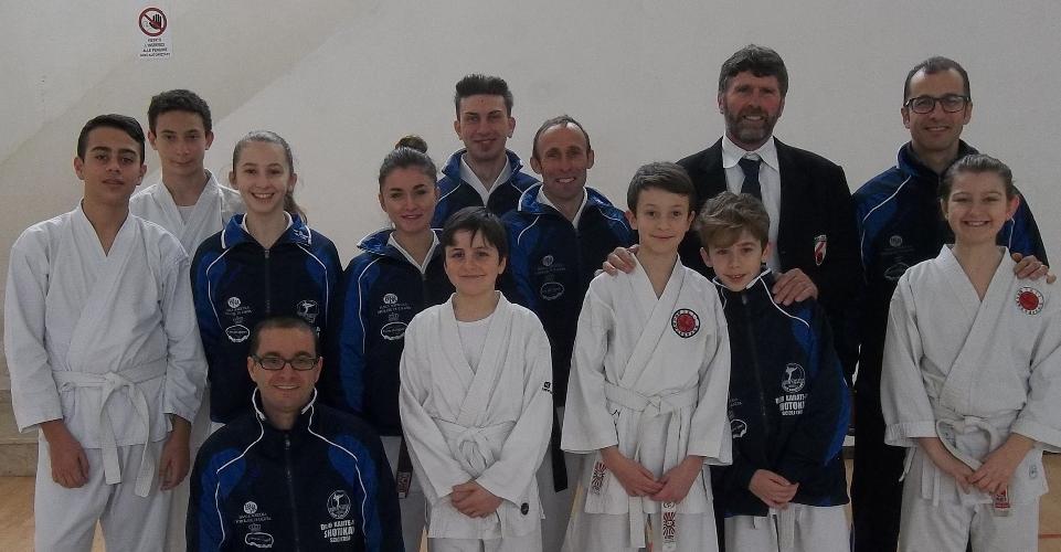 http://www.ragusanews.com//immagini_articoli/22-02-2015/dojo-karate-do-shotokan-alla-undicesima-coppa-sicilia-500.jpg