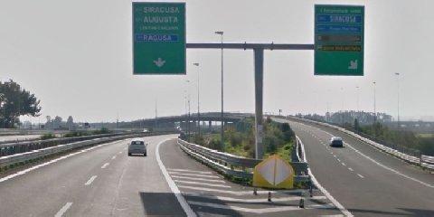 https://www.ragusanews.com//immagini_articoli/22-02-2018/autostrada-ragusa-catania-dipasquale-incontra-renzi-240.jpg