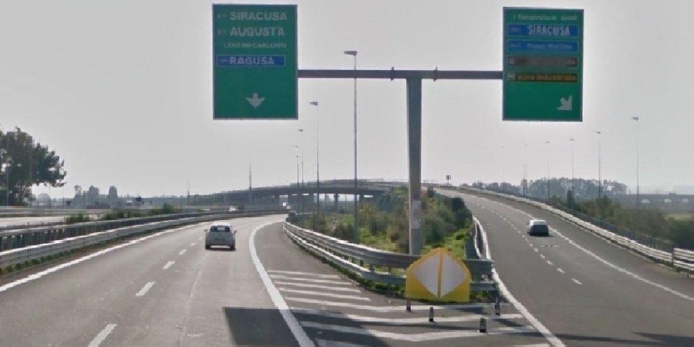 https://www.ragusanews.com//immagini_articoli/22-02-2018/autostrada-ragusa-catania-dipasquale-incontra-renzi-500.jpg