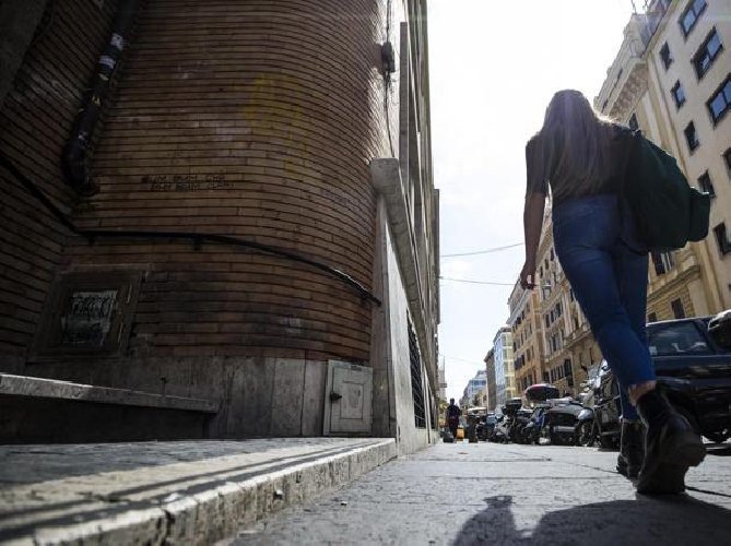 https://www.ragusanews.com//immagini_articoli/22-02-2018/catania-presunta-violenza-sessuale-pena-sospesa-cinese-500.jpg