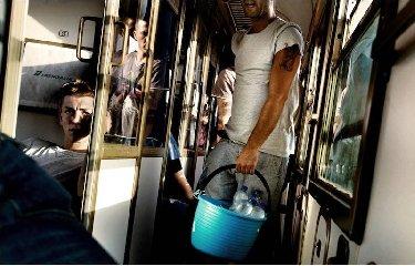 https://www.ragusanews.com//immagini_articoli/22-02-2018/guasto-treno-sicilia-roma-fermi-calabria-240.jpg