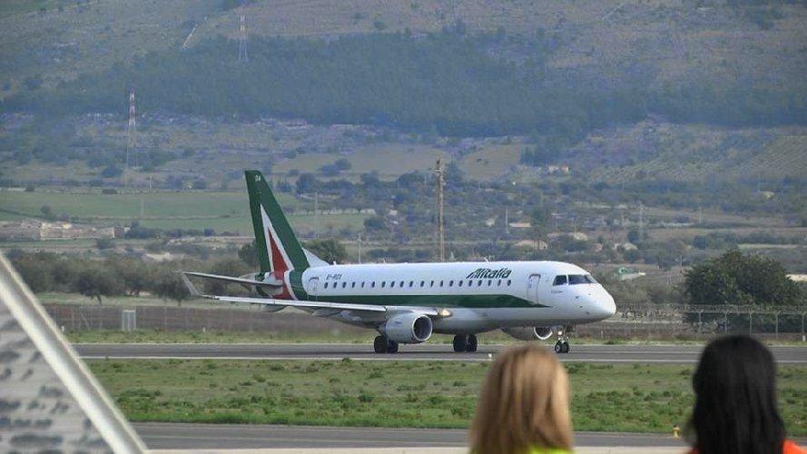 https://www.ragusanews.com//immagini_articoli/22-02-2019/comiso-prove-decollo-alitalia-savvicina-500.jpg