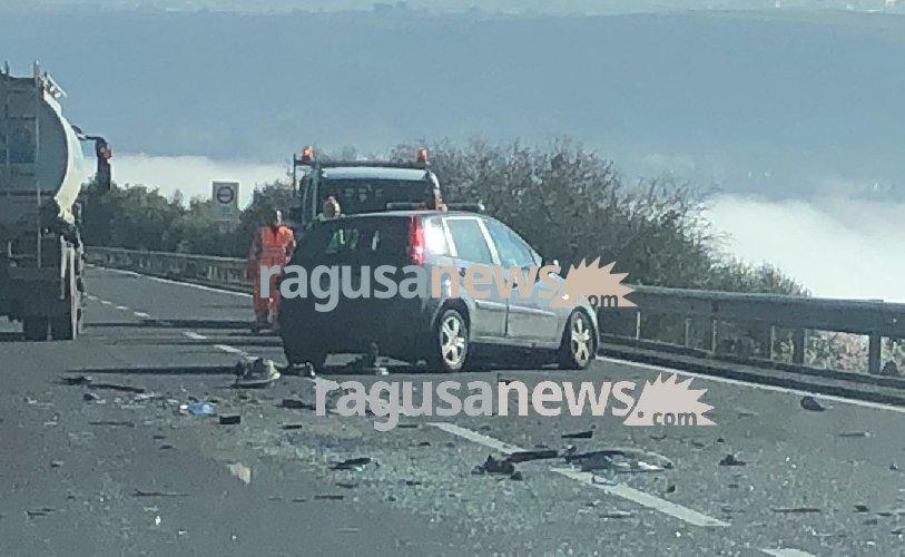 https://www.ragusanews.com//immagini_articoli/22-02-2019/incidente-ragusa-modica-lunghe-code-500.jpg
