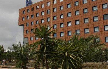 https://www.ragusanews.com//immagini_articoli/22-02-2020/coronavirus-tampone-su-una-donna-siciliana-colpita-da-polmonite-240.jpg