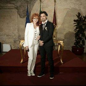 https://www.ragusanews.com//immagini_articoli/22-02-2021/1614017902-fiorella-mannoia-sposata-sneakers-foto-2-280.jpg