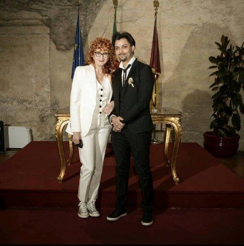 https://www.ragusanews.com//immagini_articoli/22-02-2021/1614017902-fiorella-mannoia-sposata-sneakers-foto-2-500.jpg