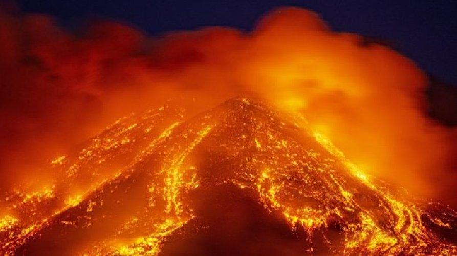 https://www.ragusanews.com//immagini_articoli/22-02-2021/etna-magma-primitivo-cosa-succede-profondo-vulcano-500.jpg