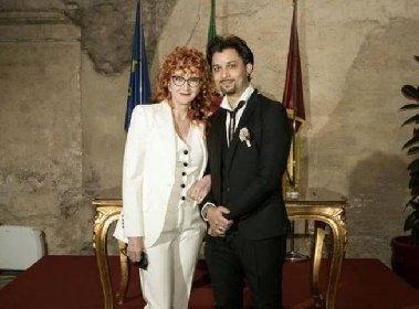 https://www.ragusanews.com//immagini_articoli/22-02-2021/fiorella-mannoia-e-carlo-di-francesco-oggi-sposi-280.jpg