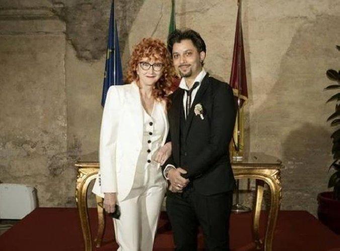 https://www.ragusanews.com//immagini_articoli/22-02-2021/fiorella-mannoia-sposata-sneakers-foto-500.jpg