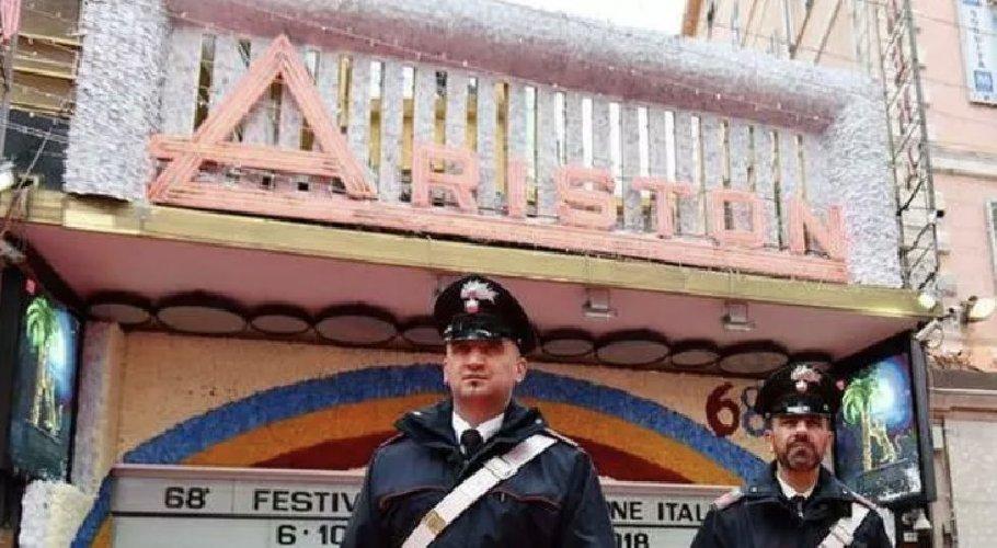 https://www.ragusanews.com//immagini_articoli/22-02-2021/sanremo-in-zona-rossa-il-pieno-festival-500.jpg