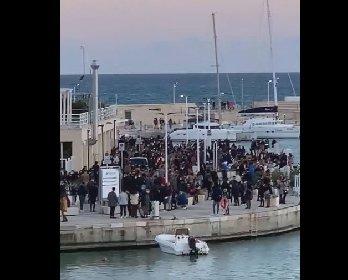 https://www.ragusanews.com//immagini_articoli/22-02-2021/sicilia-primo-weekend-giallo-folla-a-marina-di-ragusa-video-280.jpg
