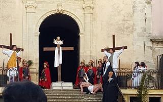 http://www.ragusanews.com//immagini_articoli/22-03-2016/la-via-crucis-a-monterosso-200.jpg