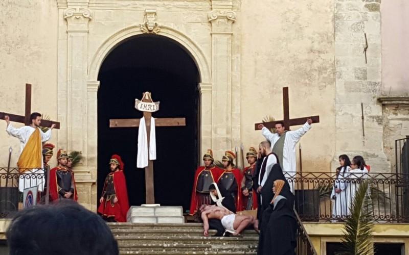 http://www.ragusanews.com//immagini_articoli/22-03-2016/la-via-crucis-a-monterosso-500.jpg