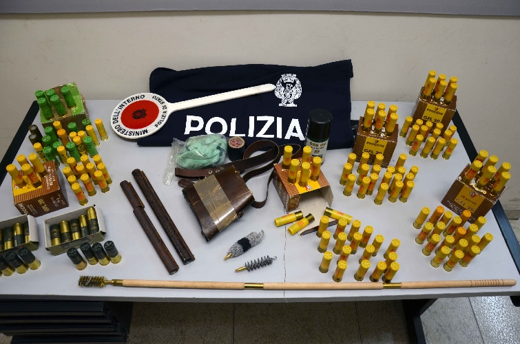 http://www.ragusanews.com//immagini_articoli/22-03-2017/armi-munizioni-forno-denunciato-giovane-vittoriese-500.jpg