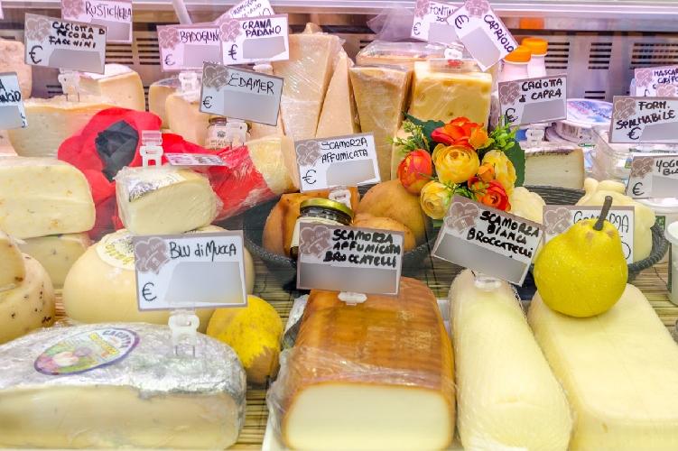 http://www.ragusanews.com//immagini_articoli/22-03-2017/latte-formaggi-aprile-etichette-500.jpg