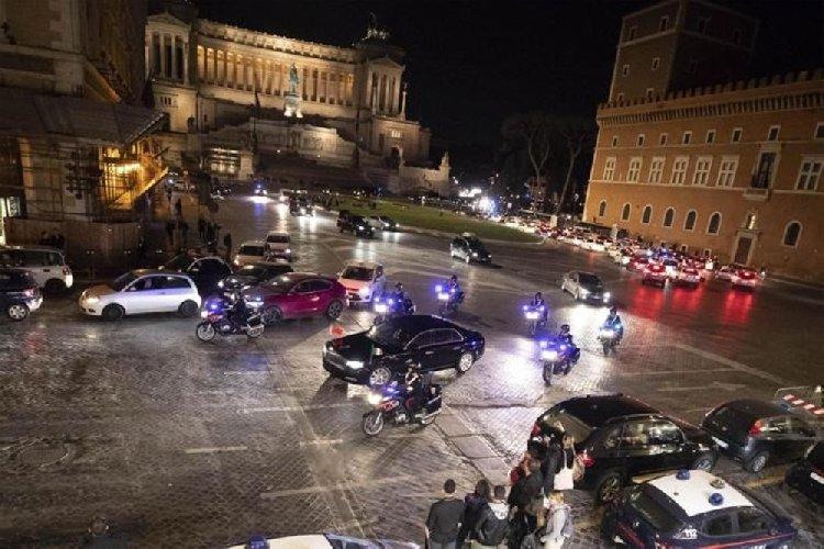 https://www.ragusanews.com//immagini_articoli/22-03-2019/1553267872-misteriosa-limousine-presidente-cinese-foto-1-500.jpg