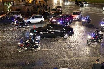 https://www.ragusanews.com//immagini_articoli/22-03-2019/1553267872-misteriosa-limousine-presidente-cinese-foto-2-240.jpg