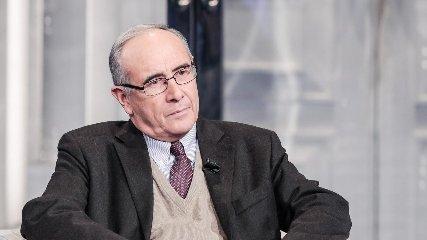 https://www.ragusanews.com//immagini_articoli/22-03-2019/massimo-franco-siracusa-mio-andreotti-240.jpg