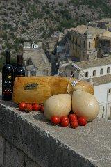 https://www.ragusanews.com//immagini_articoli/22-03-2019/milano-celebra-provola-caciocavallo-240.jpg