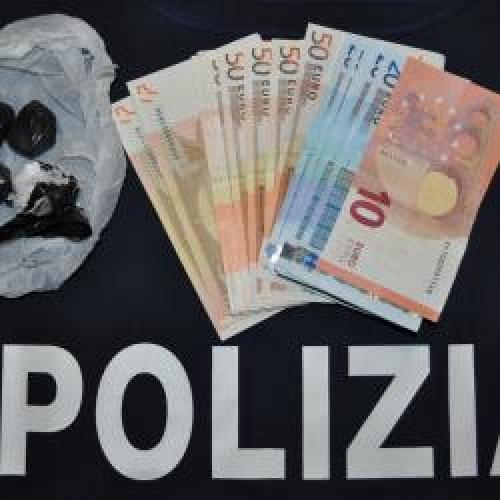 http://www.ragusanews.com//immagini_articoli/22-04-2015/albanese-residente-a-modica-arrestato-con-droga-a-santa-croce-500.jpg