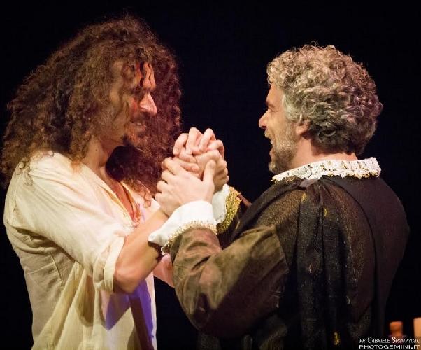 https://www.ragusanews.com//immagini_articoli/22-04-2015/leonardo-profilo-di-un-genio-in-teatro-a-ragusa-500.jpg