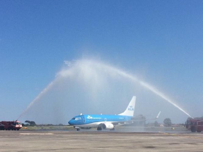 http://www.ragusanews.com//immagini_articoli/22-04-2017/atterrato-primo-volo-catania-500.jpg
