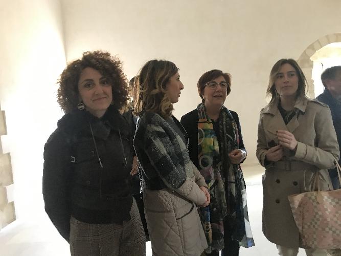 http://www.ragusanews.com//immagini_articoli/22-04-2017/maria-elena-boschi-scicli-visitare-convento-carmine-500.jpg