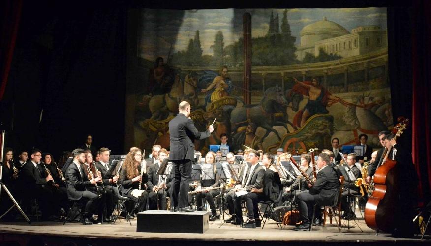 http://www.ragusanews.com//immagini_articoli/22-04-2017/orchestra-fiati-verga-calabria-500.jpg