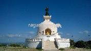 http://www.ragusanews.com//immagini_articoli/22-04-2017/pagoda-pace-comiso-faro-buio-mondo-video-100.jpg