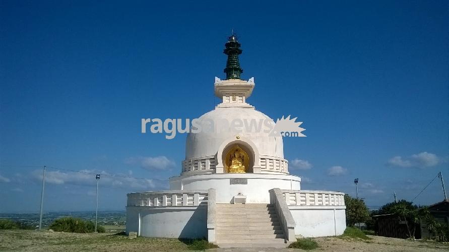 http://www.ragusanews.com//immagini_articoli/22-04-2017/pagoda-pace-comiso-faro-buio-mondo-video-500.jpg