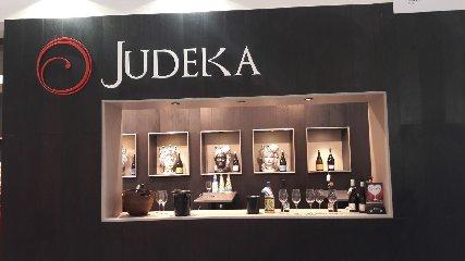 https://www.ragusanews.com//immagini_articoli/22-04-2018/1524418792-vinitaly-judeka-vino-amore-2-240.jpg