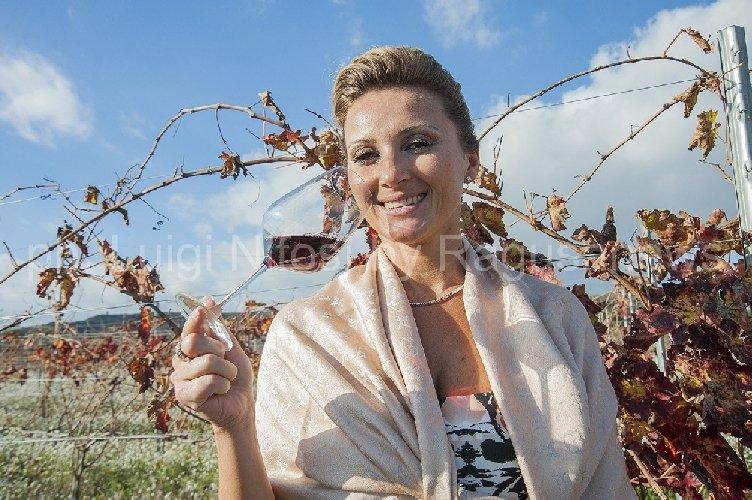 https://www.ragusanews.com//immagini_articoli/22-04-2018/1524419359-vinitaly-judeka-vino-amore-1-500.jpg