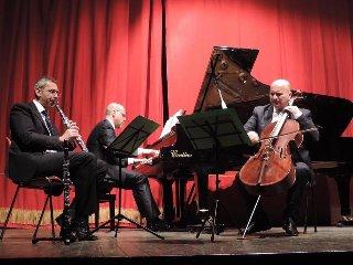 https://www.ragusanews.com//immagini_articoli/22-04-2018/trio-prata-concerto-ragusa-240.jpg