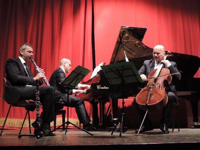 https://www.ragusanews.com//immagini_articoli/22-04-2018/trio-prata-concerto-ragusa-500.jpg