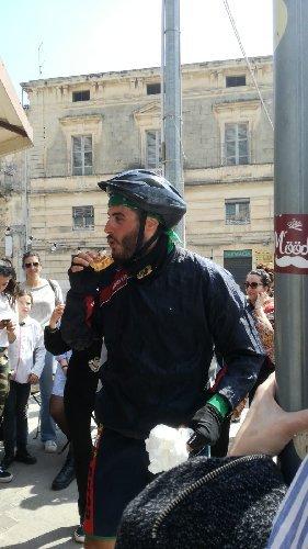 https://www.ragusanews.com//immagini_articoli/22-04-2019/da-pisa-a-scicli-in-bici-per-amore-500.jpg