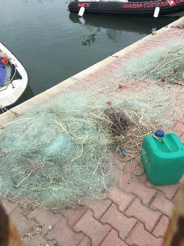 https://www.ragusanews.com//immagini_articoli/22-04-2019/pescatori-di-frodo-a-scoglitti-500.jpg