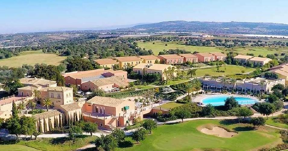 https://www.ragusanews.com//immagini_articoli/22-04-2020/venduto-all-asta-il-donnafugata-resort-per-19-milioni-di-euro-500.jpg