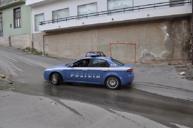https://www.ragusanews.com//immagini_articoli/22-05-2014/la-polizia-individua-ladri-in-zone-rurali-500.jpg