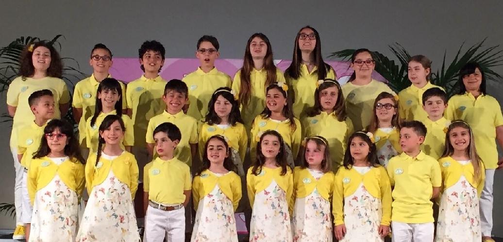 http://www.ragusanews.com//immagini_articoli/22-05-2015/coro-mariele-ventre-di-ragusa-canta-per-mattarella-500.jpg